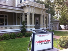 I love Desperate Housewives! So cool to see the real set!